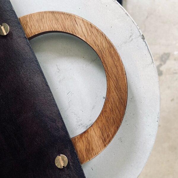 Handgemaakte tas met houten handvatten