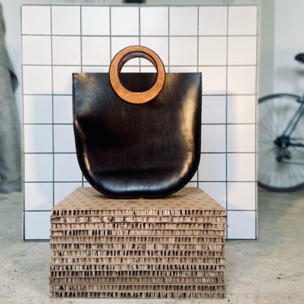 Handgemaakte handtas met houten hengsels