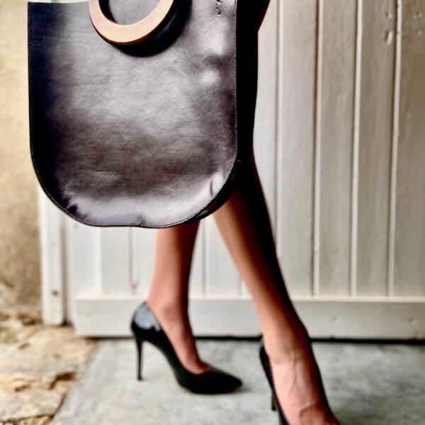 Handtas met houten hengsel